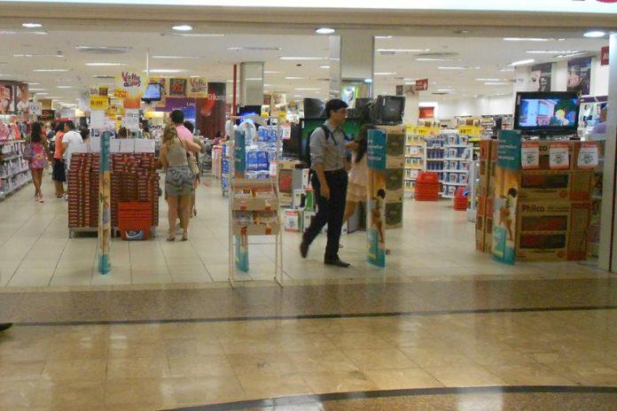 Shoppings e centros comérciais reabrem em Brasília nesta quarta-feira