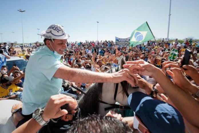 No Nordeste, Bolsonaro discursa para multidão: