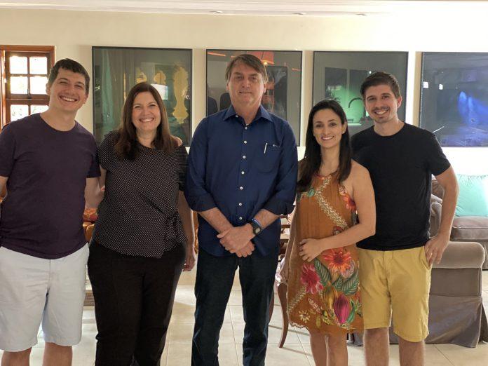 Bolsonaro faz visita surpresa a Bia Kicis e enterra rumores sobre divisão