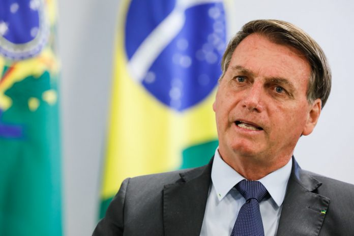 Bolsonaro rebate críticas: