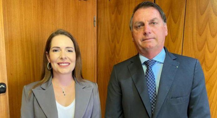 Bolsonaro pede votos para delegada Patrícia, candidata à Prefeitura de Recife